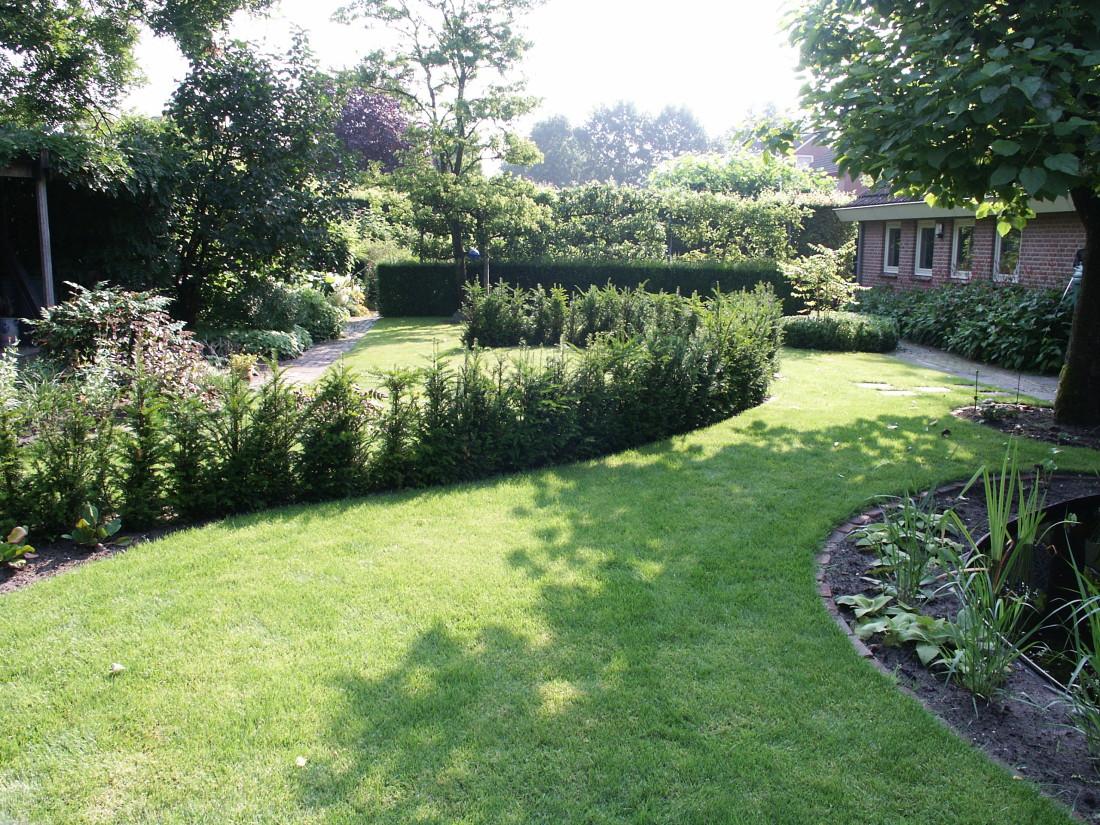 de Buitenkamer tuinontwerp, Grave, tuin met organische vormen Schaijk 6