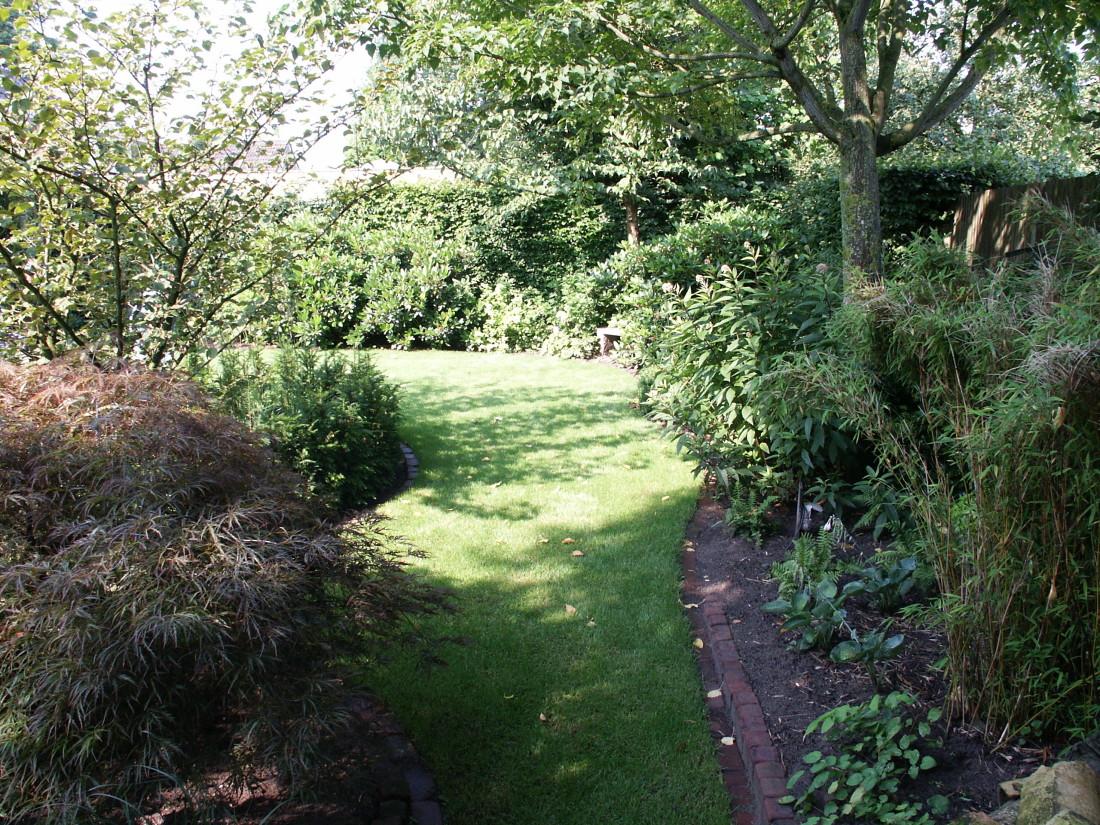 de Buitenkamer tuinontwerp, Grave, tuin met organische vormen Schaijk 3