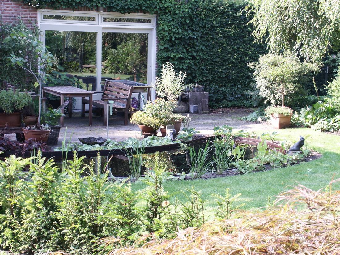 de Buitenkamer tuinontwerp, Grave, tuin met organische vormen Schaijk 1
