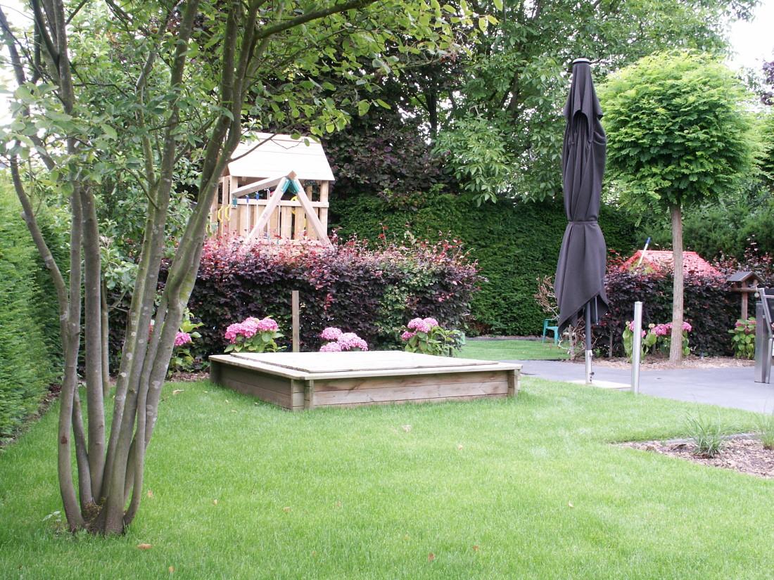 de Buitenkamer tuinontwerp, Grave, roze tuin in Millingen 1
