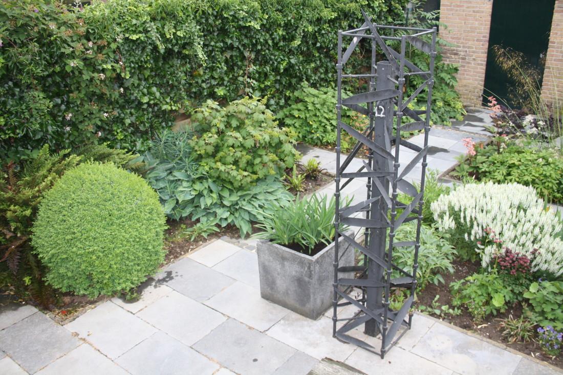 De Buitenkamer tuinontwerp, Grave, weelderige tuin in Grave 5